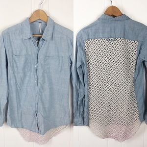 3/$30❤️Free people•Chambray Top with lace back